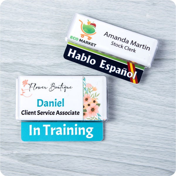 Name badge with badge talker in Retail